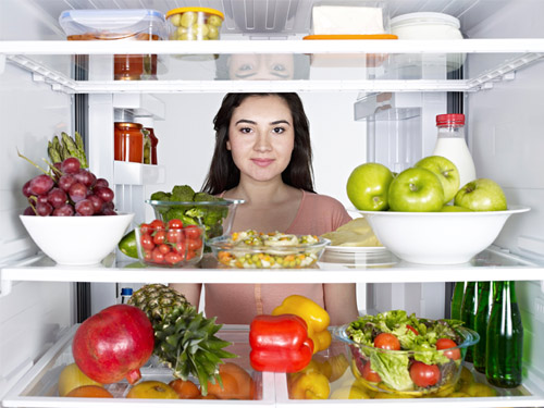 woman-fridge-healthy-de